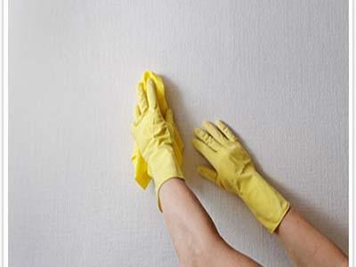 ایجاد رطوبت و نم با شستن دیوار ها بصورت مرتب